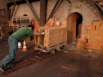 les briques sont cuites au four durant plusieurs jours