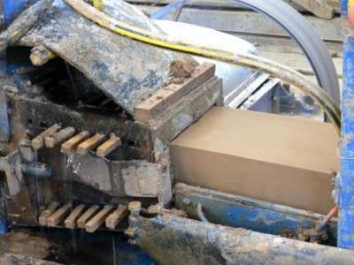 processus de fabrication - Pressage des briques.
