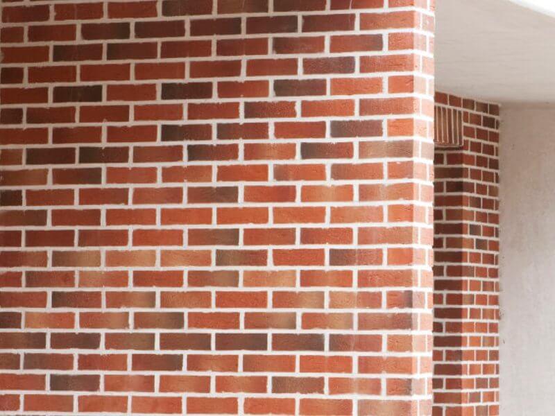 mur mitoyen r alis en brique rouge apparente du nord. Black Bedroom Furniture Sets. Home Design Ideas